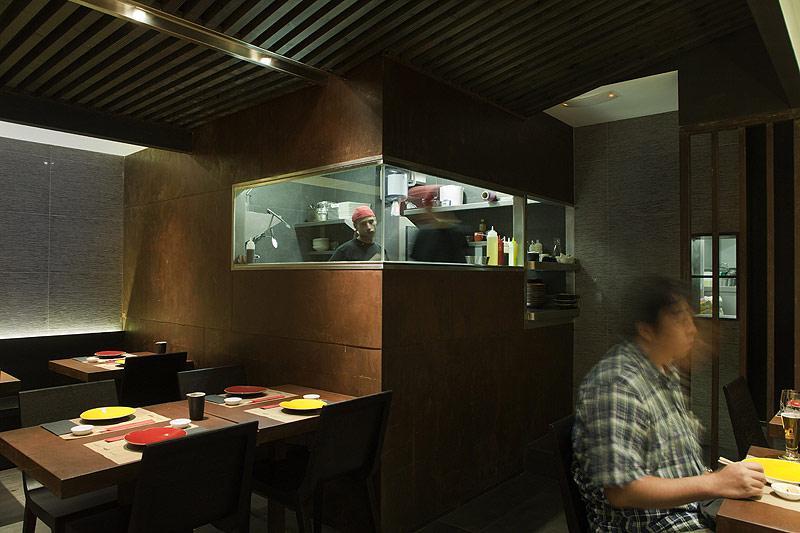 Interiores minimalistas kuo taberna japonesa del estudi - Restaurante kuo ...