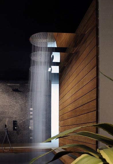 Interiores minimalistas gessi ampl a su colecci n de - Rociador ducha pared ...
