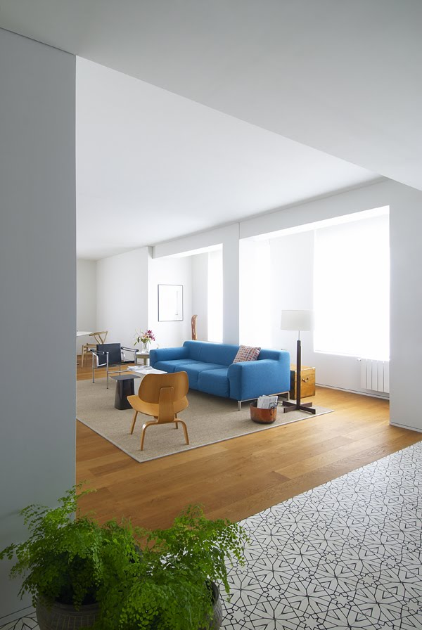 Casa inspiracion interiores minimalistas resumen semanal for Pisos interiores minimalistas