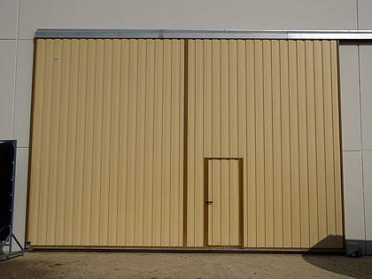 Forjados hierros - Puertas para naves industriales ...