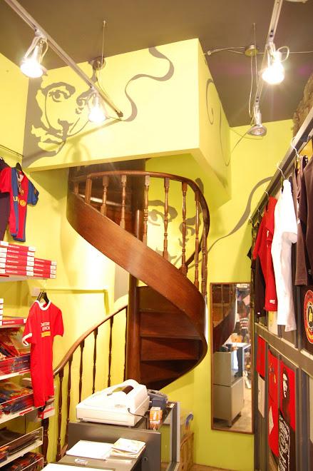 Tienda RE-GALA. Acrílica sobre pared. Barcelona