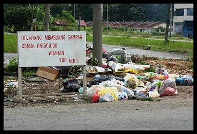 membuang sampah merata-rata,tabiat buang sampah,kebersihan alam sekitar,gejala pembuangan sampah di malaysia,bilangan sampah dibuang setiap hari,berapa banyak sampah dihasilkan di malaysia,tanggungjawab membersihkan alam sekitar,kempen jaga kebersihan alam sekitarmalaysia kotor dengan sampah,dilarang membuang sampah merata-rata,poster buang sampah dilarang