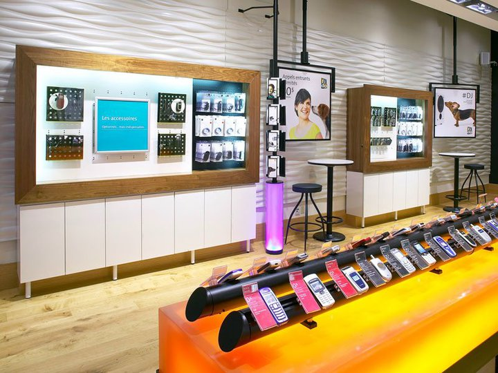 art deco la belle decoration d 39 un boutique de telephone portable. Black Bedroom Furniture Sets. Home Design Ideas