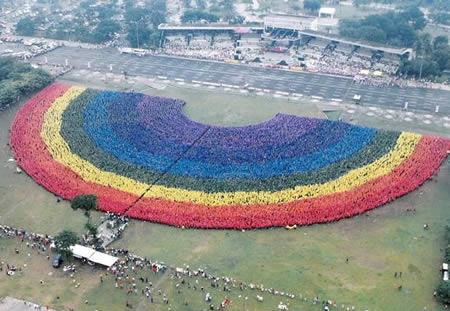 http://4.bp.blogspot.com/_vtmWXkfEIwI/TJSFV1syOpI/AAAAAAAAAJk/pPScSNVlsAQ/s1600/largest+human+rainbow.jpg