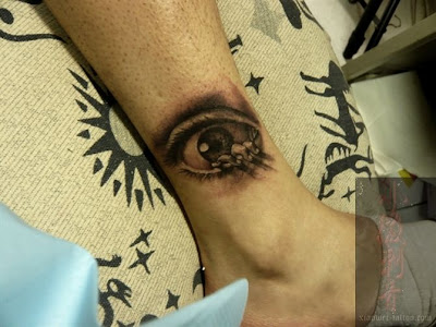 eye tattoo on the leg