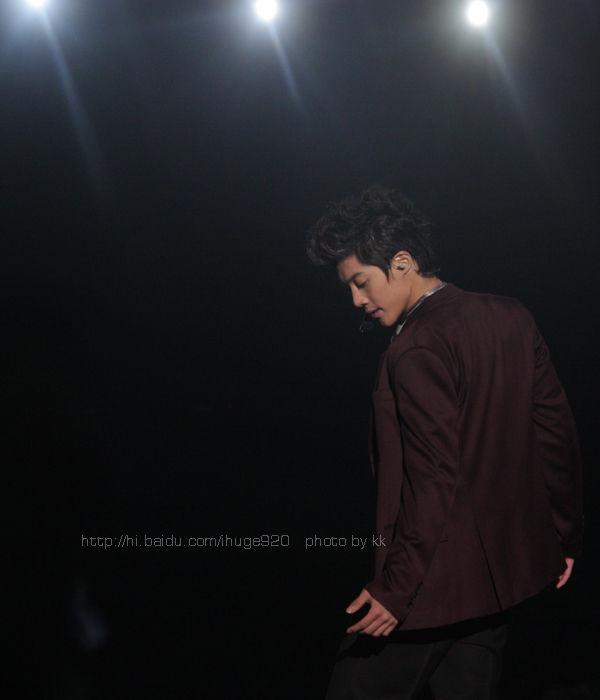 http://4.bp.blogspot.com/_vu9uqzISxb0/SwD4lYAIk3I/AAAAAAAAGKg/h_uKH-vlSUw/s1600/kim+hyun+joong+urman3.jpg