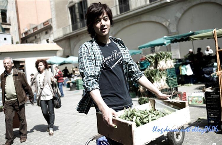 http://4.bp.blogspot.com/_vu9uqzISxb0/TFr0apNNO2I/AAAAAAAAMl4/uG0A0GP51Hs/s1600/kim+hyun+joong+2.jpg