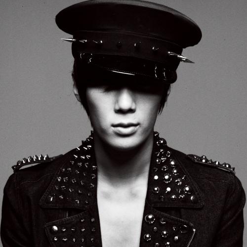 Park Jung Min es el Número 1 en Lista de Hanteo!! 1