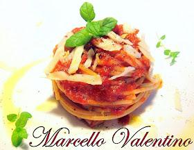 Spaghetti al pomodoro speziato con julienne di pecorino e scorzetta di limone...