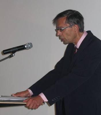 dr. Henri Krop bij opening tentoonstelling Spinoza Amsterdammer in de Openbare Bibliotheek Amsterdam op 21 september 2008 waarbij hij zijn boek Spinoza in Nederland aankondigde