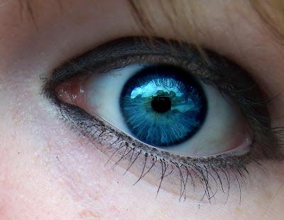 undecided blue eyes