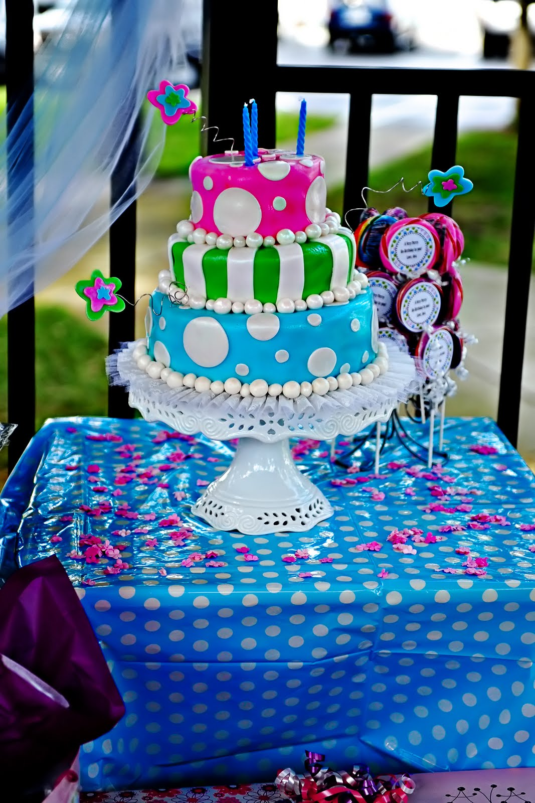 Kara 39 s party ideas alice in wonderland tea party - Alice in the wonderland party decorations ...