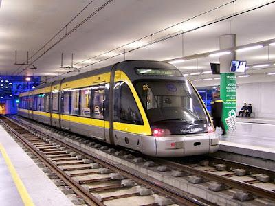 Porto metro train