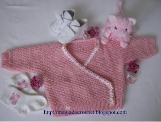 casaquinho tricot rosa bebe botão borboleta  galao rosa e branco