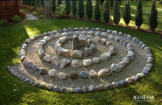 Garden Labyrinth 560 x 364