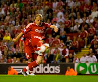 Voronin fires Liverpool to victory