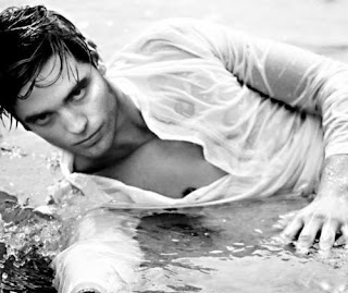 Robert Pattinson Wet and Hot image photo picture