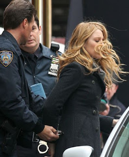 Blake Lively Arrested on Poquito Alarmista Vi Estas Imagenes De Blake Lively Siendo Arrestada