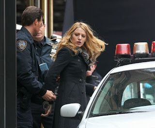Blake Lively Arrested on Botica Pop  Serena En El Bote Y Su Mam   Rejuvenecida