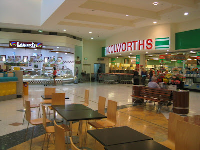 Supermercados na Austrália 800px Westfield Whitford City Woolworths Lenards