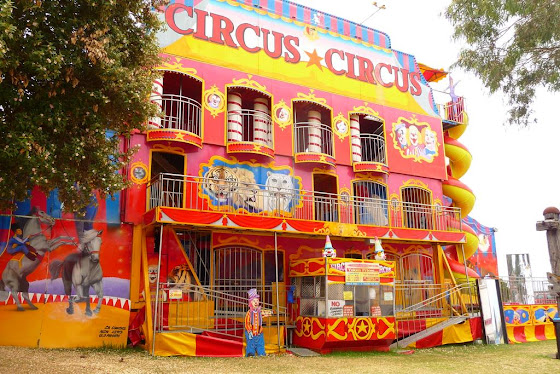 Una de la simulación de circo