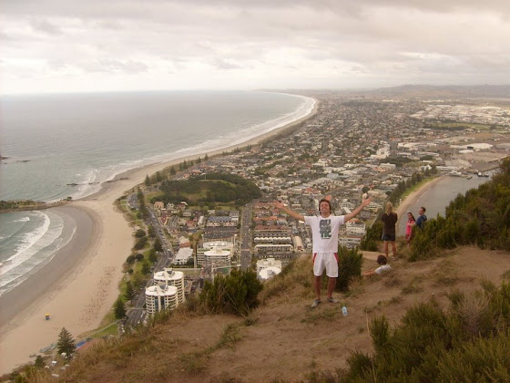 Aquí estoy yo desde el cerro de Mount Manganui en Nueva Zelanda