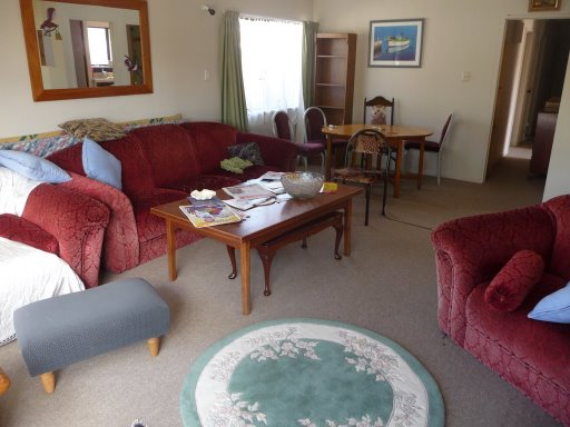 Así se ve el living de la casa en Tauranga