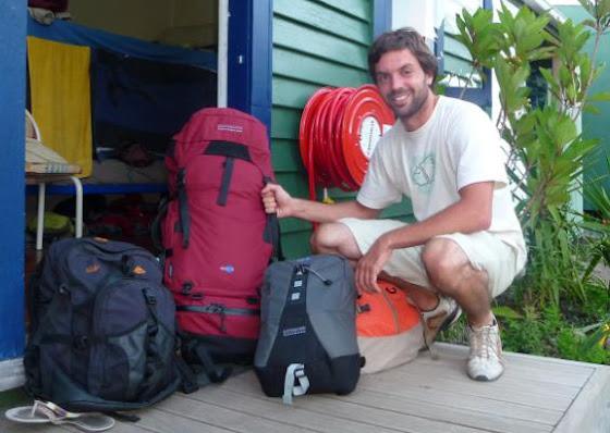 Aquí estoy yo ya listo con todo mi equipaje
