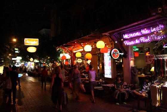 Así se ve en Bangkok los mercaditos de noche