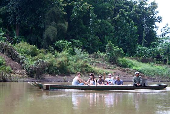 Aquí vamos todos en la canoa