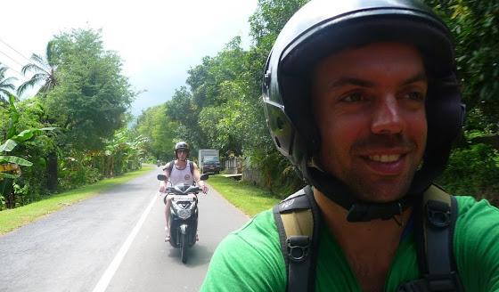 Acá voy yo en la moto en Bali