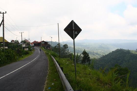 En la punta de la montaña de Bali