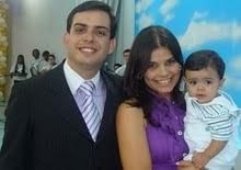 Pr. Rogério Fontellas, Pra.Angélica e Rogérinho.