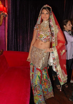 Jacqueline Fernandez walks the ramp at Riyaz Ganji Show