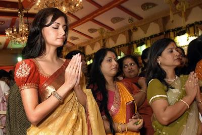Dia Mirza at Durga Pooja
