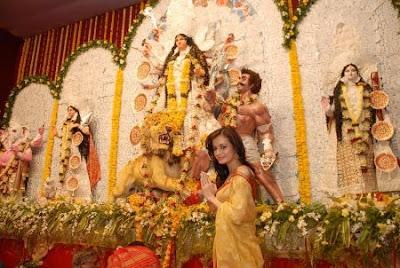 Dia Mirza at Durga Pooja 2010