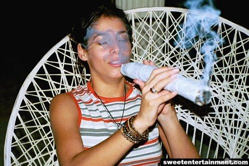 [dwingdwang_massive_huge_joint_weed_chronic_marijuana_pot_hot_girl_smoking_smoke_cigarette_sexy_babe_burning_blazing.jpg]