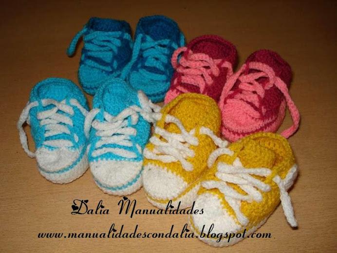 zapatillas de bebé coloridas