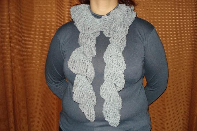 bufanda espiral gris desde $20
