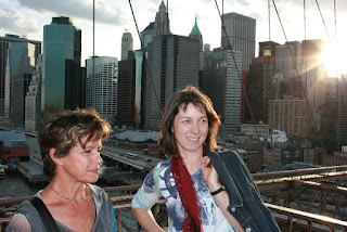 Lilly and Mum in front of the Brooklyn Bridge