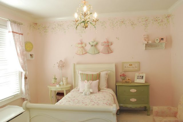our four walls and a roof the perfect little girls room. Black Bedroom Furniture Sets. Home Design Ideas