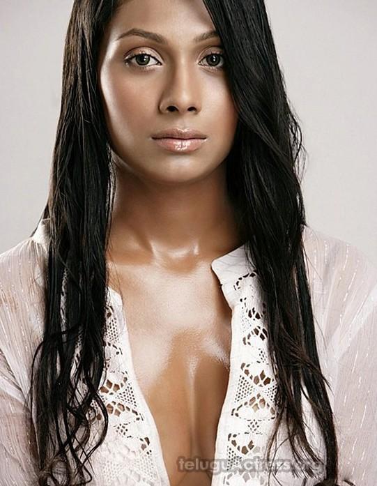 Pooja Bose Hot Photos with Just Bra 1