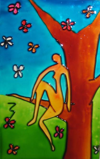 Mujer en árbol