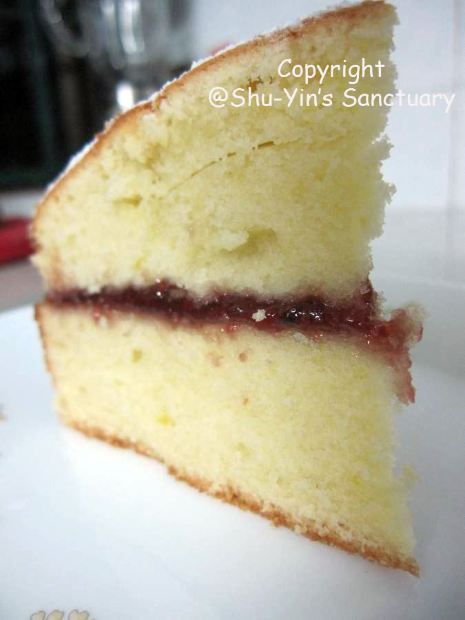 Shu-Yin's Sanctuary: Yellow Cake with Raspberry Jam Filling