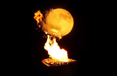 The torch and the moon - La antorcha y la luna - Beijing 2008 / China 2008