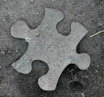 A veces nos sentimos como una pieza que no encaja en el rompezabezas general. Bogotá, febrero 2008.