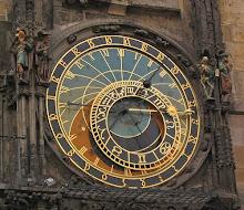 si haces klik en la imagen podrás leer una explicación de los motivos del reloj. Merece la pena.