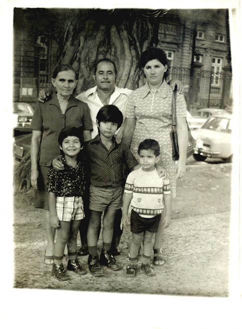 Foto do Fotografo Lambe-lambe Pedro Theodósio da Silva, foto da família do irmão fotógrafo Jorge