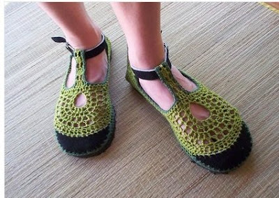 http://4.bp.blogspot.com/_wJm3SxvZQI4/Se4Y6q2hFsI/AAAAAAAAANc/q9rVoo9oPiE/s400/crochet+shoes.jpg