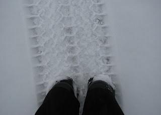 Mökkirannassa jäällä